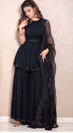 Pakistani Party Wear Dresses, Designer Party Wear Dresses, Indian Gowns Dresses, Indian Fashion Dresses, Pakistani Dress Design, Indian Designer Outfits, Girls Fashion Clothes, Black Pakistani Dress, Black Punjabi Suit