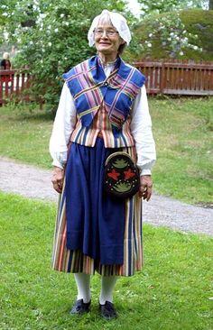 .Hällesjödräkt från sydöstra Jämtland Sweden Costume, Swedish Traditions, Folk Dance, Daily Dress, Folk Costume, Traditional Outfits, Scandinavian, Fashion Dresses, Folklore