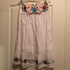 White strapless embroidered flowers tube dress S Worn twice, if that. Excellent condition. HESSI Dresses Mini
