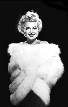 Marilyn Monroe in #white #ermine. http://www.pinterest.com/adaluisa/marilyn-all-in-white/ http://www.pinterest.com/pin/273664114829636073/ .