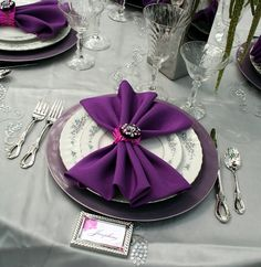 Love the colour and presentation of these linen napkins!