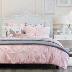 Shop this blush duvet cover from Crane & Canopy. Combining soft tones with modern textures, the Valencia Pink looks chic, voluminous, and elegant. Chic Bedding, Pink Bedding, Bedding Decor, Duvet Bedding, Comforter Sets, Luxury Duvet Covers, Luxury Bedding Sets, Neutral Bed Linen, Neutral Bedding
