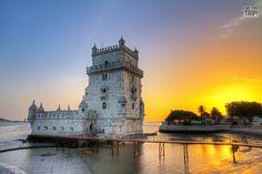 Ensoñador #atardecer sobre la Torre de Belem, uno de los símbolos de la romántica #Lisboa #Portugal #OneTwoTrip