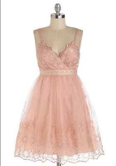 Modcloth Minuet Pink & Gold Happiest Lace on Earth Dress $104.99 SMALL
