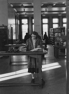 A girl with glasses in the library, 1955. Photo by Michel Lambeth. #ObiettivoLeggere @Libriamo Tutti