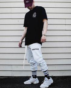 62d8e8161 Yeezy 500, Yeezy Fashion, Urban Outfits, Dope Outfits, Outfits Hombre, Mens  Trends, Boy Fashion, Fashion Models, Streetwear Fashion