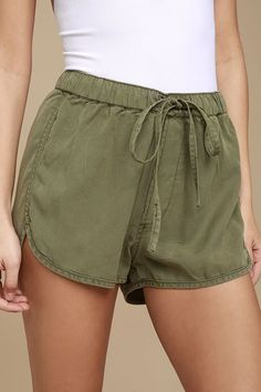 Set out for sandy shores in the Meet at the Beach Olive Green Shorts! Soft, woven fabric falls from an elasticized, drawstring waist into cute shorts with rounded hems. Basic Outfits, Cool Outfits, Summer Outfits, Looks Com Short, Flowy Shorts, Soft Shorts, Linen Shorts, Lulu Fashion, Style Fashion