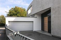 Des Weiteren verfügt dieses Traumhaus über eine Tiefenbohrung (sehr geringe Heizkosten), eine modernes BUS-System, zwei Garagenstellplätze und vieles mehr.    Link zum Objekt: http://www.muhr-immobilien.com/de/ffws_expose_de.php?DSN=92304214-677D-4056-AB86-69617E69794F