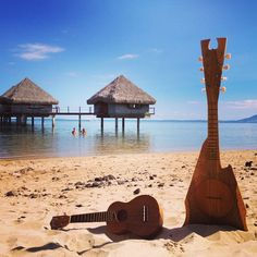 Playing ukulele on the beach in front of the Hotel: Le Méridien Tahiti