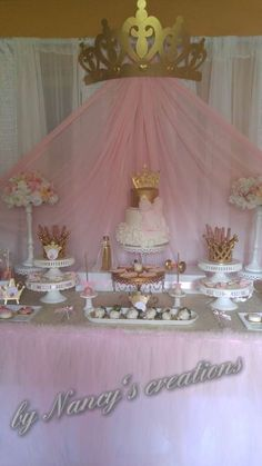 baby shower ideas for girls and boys. Baby shower decorations and baby shower decor Shower Party, Baby Shower Parties, Baby Shower Themes, Shower Ideas, Royal Baby Shower Theme, Girl Babyshower Themes, Idee Baby Shower, Girl Shower, Tulle Baby Shower