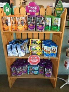 A foldable shelf instead of a table for a Chase Shelton cookie booth, could you … Girl Scout Swap, Girl Scout Leader, Girl Scout Troop, Girl Scout Cookie Sales, Girl Scout Cookies, Cookies Gluten Free, Girl Scouts Of America, Cookie Display, Girl Scout Activities