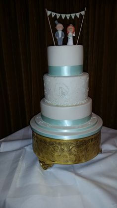 Mint and Ivory wedding cake with sweetpea motif. Mrs B's Classy cakes. 2015