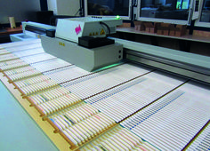 Customized Pencils kept in position with a dye - Direct digital print on the flatbed system Canon Océ Arizona