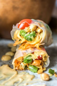 Thai-Style Papaya Salad Rolls - Whenever I go out for Thai food I always find myself in an internal battle between two delicious appetizers: papaya salad, or fresh rolls. Not anymore, my friends. Now, we have PAPAYA SALAD ROLLS. Wrap Recipes, Indian Food Recipes, Asian Recipes, Vegetarian Recipes, Healthy Recipes, Ethnic Recipes, Healthy Eats, Tapas Recipes, Asian Foods