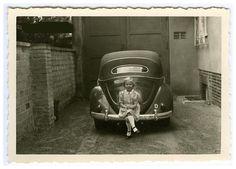 VW typ 15A Karmann Kabriolet. Década de 1950 Volkswagen, Vw Cabrio, Vw Beetle Convertible, Vw Vans, Vw Beetles, Vintage Photographs, Old Cars, Bugs, Porsche