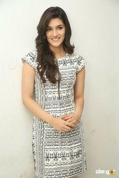 Kriti Sanon Latest Photos (25)
