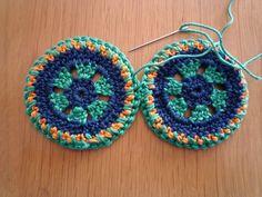 gehaakte cirkels, ronde granny squares aan elkaar vast maken