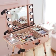 Calling all aspiring MUAs – this travel vanity was designed with you in mind! Now you can take your get-ready station on the go with this chic rose gold travel vanity. Featuring fold out trays with see-through lids to keep essentials protected, adjustable Cute Room Decor, Teen Room Decor, Bedroom Decor, Girls Bedroom, Rangement Makeup, Pb Teen, Makeup Rooms, Pottery Barn Teen, Salon Design