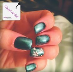 Theme: Winter Print: Snowflake Ring finger Color: Green White