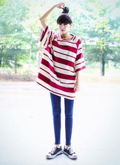 Today's Hot Pick :ラグラン切り替えボーダーBIGTEE http://fashionstylep.com/SFSELFAA0016713/coiija/out ルーズなシルエットがラフなTシャツです。 肩幅を狭く見せるラグラン切り替えにして、スリムに女性らしさをキープします。 ピッチの違うボーダー柄で鮮度のあるデザインがワンポイント★ 伸縮性に優れた素材を使用しているので、オフの日にぴったりです。 ◆3色: ブラック,チャコール,ホワイト