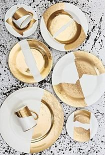 The latest collection designed for Pickard China by celebrity interior designer Kelly Wearstler—is a striking alternative to traditional patterns. gold effect leaf ceramics Design Plat, Plate Design, Kelly Wearstler, Vase Deco, Dashboard Design, Dinner Sets, Deco Table, All That Glitters, Ceramic Pottery