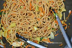 Craving Chinese food but not the guilty conscience? Tuck in to this Easy Weeknight Lo Mein. It's all healthed up, but still super delish!