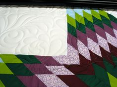 The Featheration Pantograph has a very dramatic look on this Lone Star quilt - QuiltedJoy.com