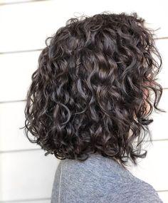 Long Curly Bob Haircut, Layered Curly Haircuts, Haircuts For Curly Hair, Curly Hair Tips, Curly Hair Styles, Shoulder Length Curly Hair, Medium Hair Cuts, Natural Curls, Hair Looks