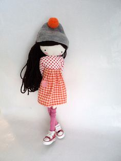 Doll by Las Sandalias de Ana - adore the converse trainers! Raggy Dolls, Creation Couture, Sewing Dolls, Cute Toys, Soft Dolls, Diy Doll, Fabric Dolls, Softies, Handmade Toys