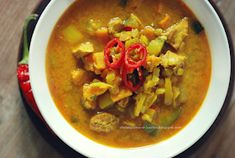 Moje Dietetyczne Fanaberie: Dietetyczna, pikantna zupa curry z kurczakiem Dhal, Thai Red Curry, Food And Drink, Dinner, Cooking, Healthy, Ethnic Recipes, Mj, Dressing