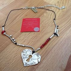 NWT-Uno-de-50-Silvertone-Red-Beads-Heart-Necklace-RETIRED-32-034-309
