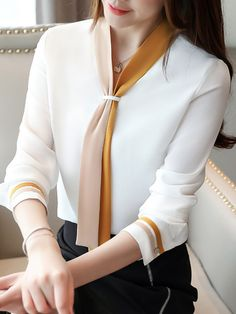 Stylish Work Outfits, Stylish Dresses, Vetement Fashion, Blouse Outfit, Work Blouse, Trendy Tops, Blouse Designs, Blouses For Women, Fashion Outfits