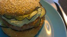 Hamburger provençal par Benkku81 Hamburger, Ethnic Recipes, Food, Kitchens, Eggplant, Meat, Recipe, Essen, Burgers