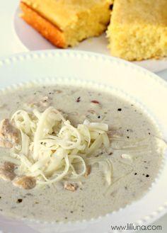 White Chicken Chili Soup Recip on { lilluna.com } #soup #chili