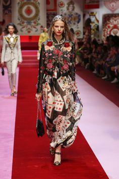 Video e foto dalla passerella del Fashion Show Dolce & Gabbana, Collezione Donna Estate 2018. Guarda la sfilata su Dolcegabbana.it.
