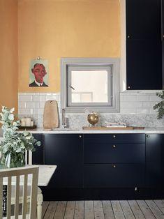 Our Home - Historic homes - Maison - Décoration - Home - Interior - Orange Interior, Home Interior, Interior And Exterior, Interior Design, Orange Kitchen Walls, Orange Walls, Kitchen Eating Areas, Scandinavian Apartment, Gravity Home