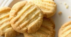 These simple fork biscuits are a favourite of Mary Berry British Biscuit Recipes, British Biscuits, Baking Recipes, Cookie Recipes, Dessert Recipes, Recipes Dinner, Desserts, Mary Berry Biscuits, Easy Butter Biscuit Recipe