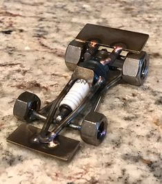 J'ai fait un autre Indy/formule 1 voiture de course bougie type. J'ai un autre un énumérés ici qui est plus grand. Cette petite voiture ferait un grand cadeau pour toute occasion. Merci de regarder mon art et revenez souvent.