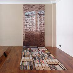 Librería en el suelo