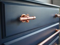 Copper Drawer Pulls (4 inch) Modern yet timeless. Perfect for kitchen cabinet hardware or furniture pulls. -------------- LENGTH OF PULLS: The pulls have 1 mounting plate and 1 screw and is exactly 4 inches. Need a shorter or longer length? These can be done anywhere from 2.5 inches to 8 inches. Just request a custom order with your measurements! MOUNTING HARDWARE The screw accommodates a 3/4 inch thick drawer or cabinet using a #6 size screw with a nut and small washer. Need the lar...
