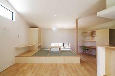 ウタグチシホ建築アトリエ/Utaguchi Architectural Atelier の モダンな リビングルーム 稜線の家