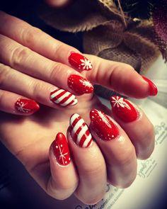 """𝓝𝓪𝓲𝓵𝓼 𝓫𝔂 𝓢𝔃𝓪𝓷𝓭𝓲 on Instagram: """"𝓒𝓼𝓲𝓵𝓵𝓸𝓰𝓸́❤️✨ #christmasnails #karácsonyikörmök #csillogósköröm #pirosköröm #rednails #combimanicure #nails #nailstyle…"""" Nails, Beauty, Instagram, Finger Nails, Ongles, Beauty Illustration, Nail, Nail Manicure"""