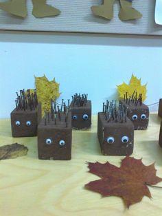 Puukäsitöitä; siilit Creative Gifts, Wood Projects, Bookends, Kindergarten, Preschool, My Love, Crafts, Outfits, Home Decor