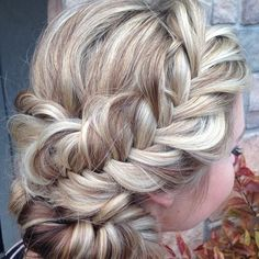 A loosely braided with a low updo from @heatherchapmanhair that is absolutely gorgeous.