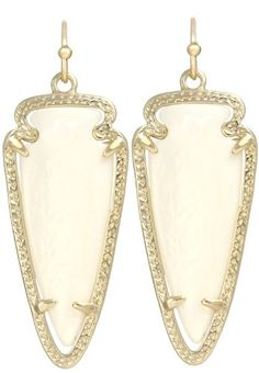 Kendra Scott Signature Sky Drop Earrings in White Pearl & 14k Gold Plated Kendra Scott,http://www.amazon.com/dp/B009EFK9XU/ref=cm_sw_r_pi_dp_7a6Dtb0RAENM7Y7J