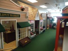 Trap Family: Lilliput Play Homes Town Center