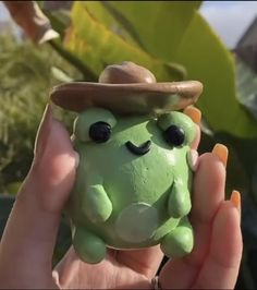 Diy Clay, Clay Crafts, Arte Indie, Clay Art Projects, Frog Art, Cute Frogs, Cute Clay, Clay Creations, Pottery Art