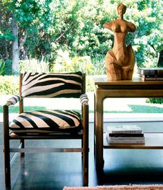zebra chair - Home Decoration House Design Photos, Cool House Designs, Tables Tableaux, Zebra Chair, Zebra Decor, Love Chair, Banquette, Take A Seat, My New Room