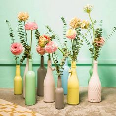 Vases en habits de couleurs