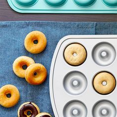 These glazed vanilla donuts are a blank canvas for decorations like sprinkles, fresh fruit, or colorful glazes. These glazed vanilla donuts are a blank canvas for decorations like sprinkles, fresh fruit, or colorful glazes. Vanilla Donut Recipes, Mini Donut Recipes, Baked Mini Donuts Recipe, Babycakes Recipes, Pampered Chef Recipes, Cooking Recipes, Pampered Chef Products, Cooking Rice, Donut Pan Recipe